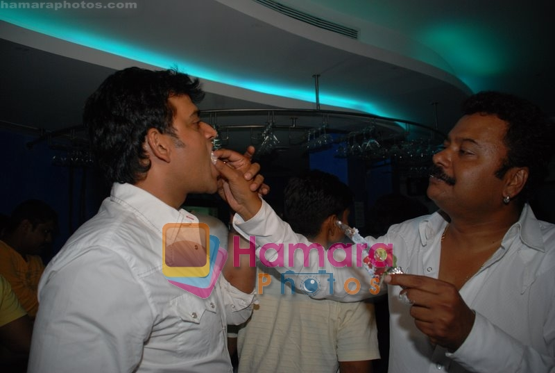 Ravi Kishan with Nagesh Bhosle at Nagesh Bhosle's wedding anniversary in Country Club on June 25th 2008