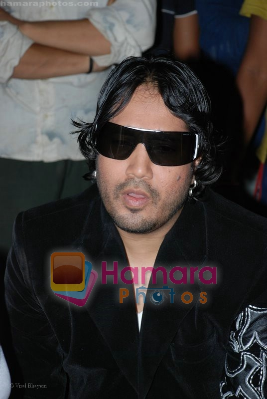 Mika Singh On Location of Tom Dick & Harry Rock Again in  Click Nixon Studio on June 25th 2008