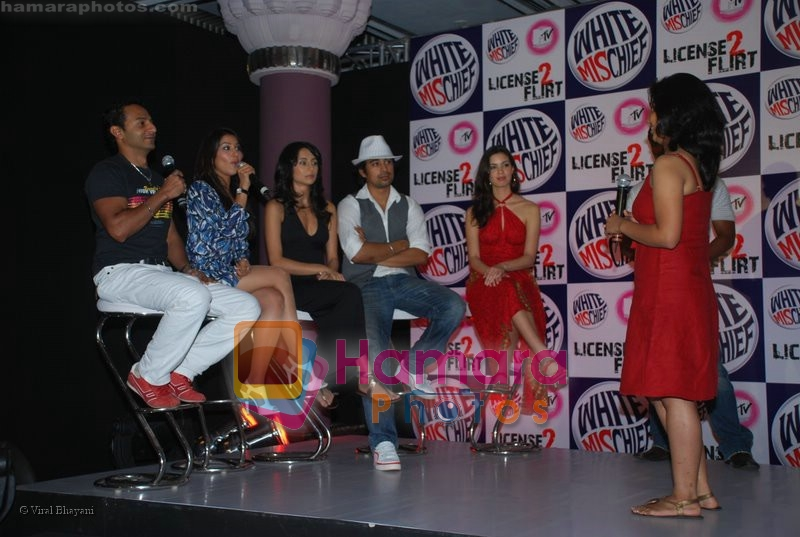 Rannvijay,Anusha Dandekar, Nikhil Chinappa with Sophie Chaudhary at MTV License to Flirt launch at Taj Hotel on June 25th 2008