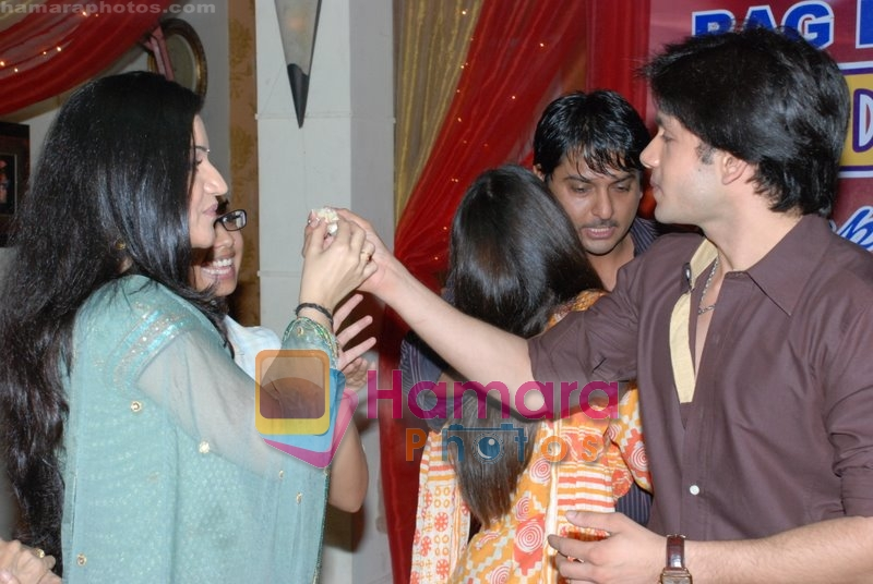 Bhuvnesh Mam, Muskaan Mihani  at the completion party of 100 episodes of Dahej and Muskan's birthday bash in Filmalaya on June 26th 2008