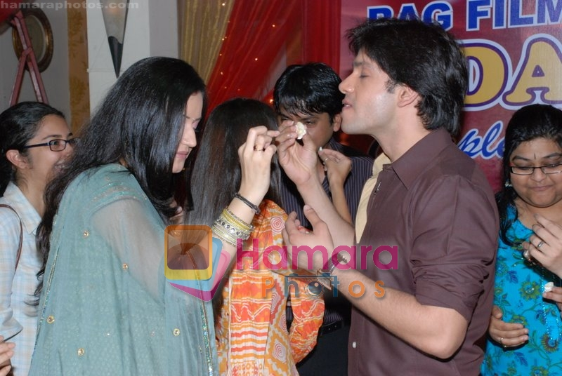 Muskaan Mihani, Bhuvnesh Mam at the completion party of 100 episodes of Dahej and Muskan's birthday bash in Filmalaya on June 26th 2008