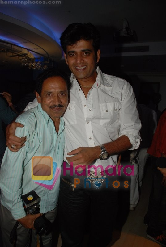 Ravi Kishan at Nagesh Bhosle's wedding anniversary in Country Club on June 25th 2008