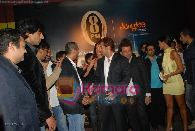 Sonu Sood, Salman Khan, Pritam Chakraborty, Neha Dhupia, Sudhanshu Pandey at the music launch of Singh is King in Enigma on June 26th 2008