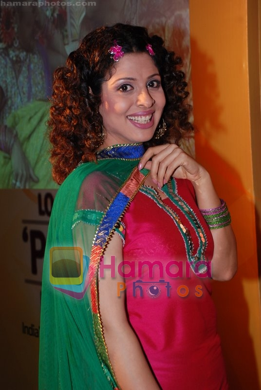 Tanaz Currim at the launch of Sab TV's Lo Ho Gayi Pooja Iss Ghar Ki in Taj Land's End on June 26th 2008 - Copy