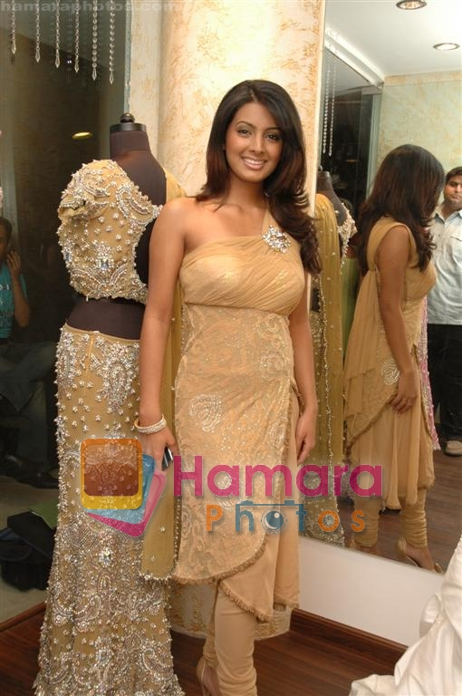 Geeta Basra at the launch of A D Singh's store in Delhi on June 28th 2008