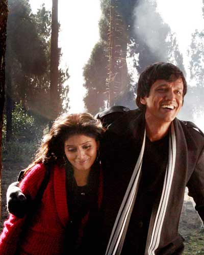 Sonali Kulkarni and K. K. Menon in a still from the movie Via Darjeeling