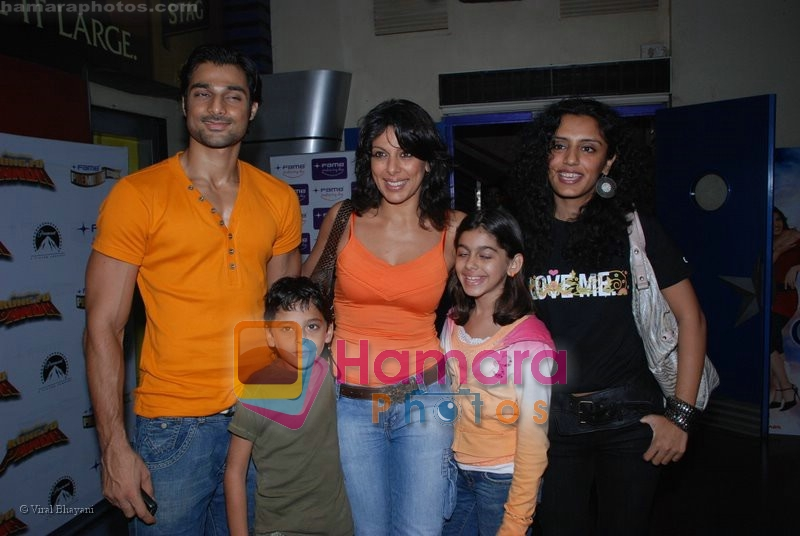 Pooja Bedi with Haneef and Kids at the Kung Fu Panda premiere in Fame on July 9th 2008