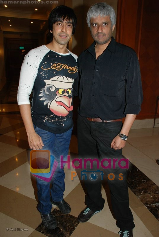 Aashish Chaudhary, Vikram Bhatt at the 1920 film book launch on July 9th 2008