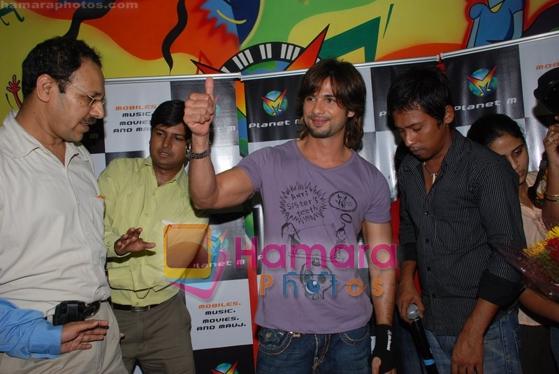 Shahid Kapoor Promotes Kismat Konnection at Planet M, Lower Parel on July 11th 2008