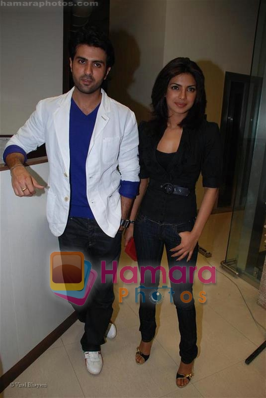 Harman Baweja and Priyanka Chopra at the studios of BIG 92.7 FM on July 23, 2008