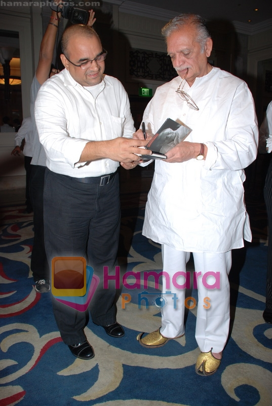 Gulzar at Selective poems book launch by Gulzar in ITC Grand Maratha on July 26th 2008