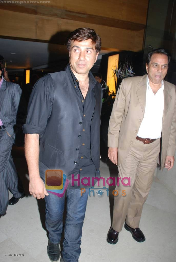 Sunny Deol, Dharmendra at Champku music launch in Sahara Star on July 29th 2008 -san