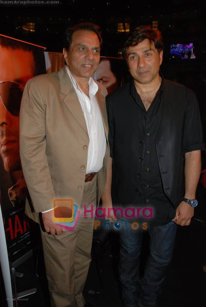 Dharmendra, Sunny Deol at Champku music launch in Sahara Star on July 29th 2008 -san