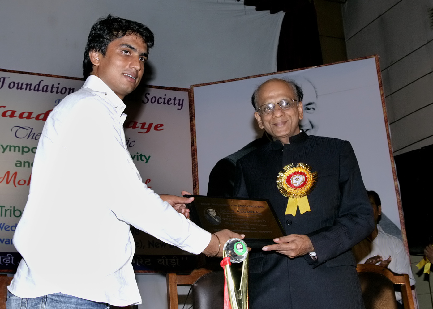 7(300708)-Dr. K.K.Aggarwal being given the Mohd. Rafi Award For Excellence for the year 2008