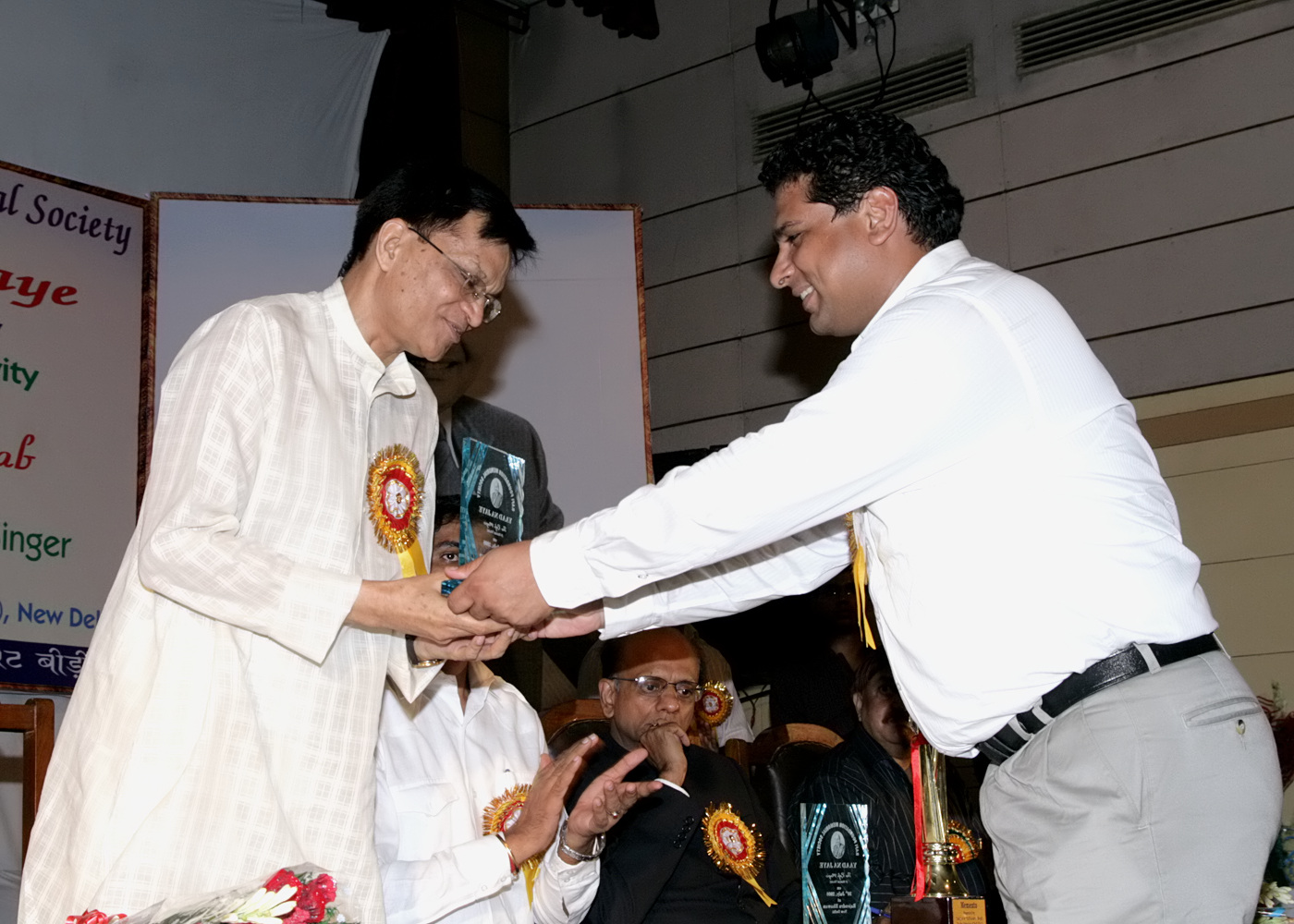 4(300708)-Dr. Mukesh Garg being greeted by Shri Ashish Kapoor, Vice President, RFMS.