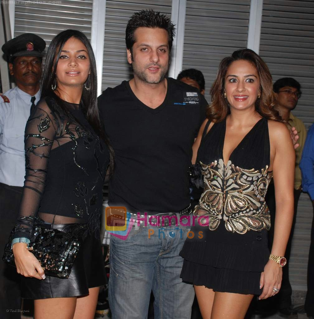 fardeen khan with wife natasha and her sister at the poison Relaunch Bash on 16th October 2008