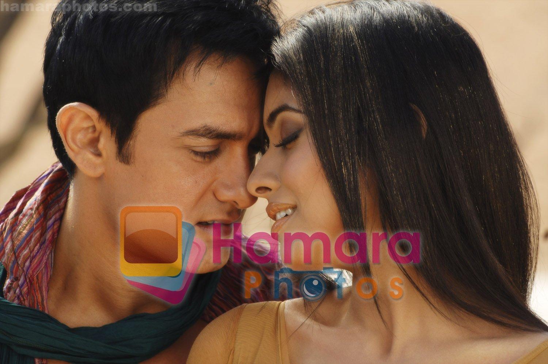 asin thottumkal and aamir khan in movie ghajini / ghajini