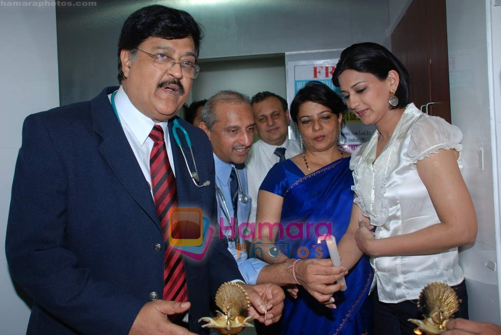 Sonali Bendre at Dr Ashok Chopra's free health check up in Andheri on 14th December 2008