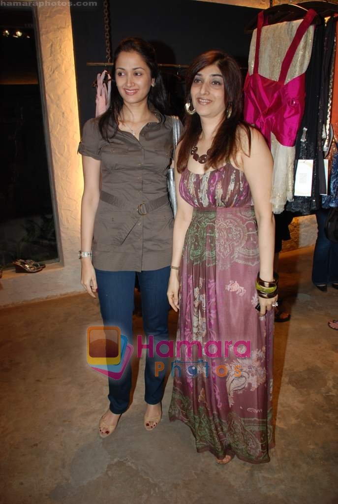 Gayatri Joshi at designer Pink Nandwana store launch in Bandra on 18th December 2008