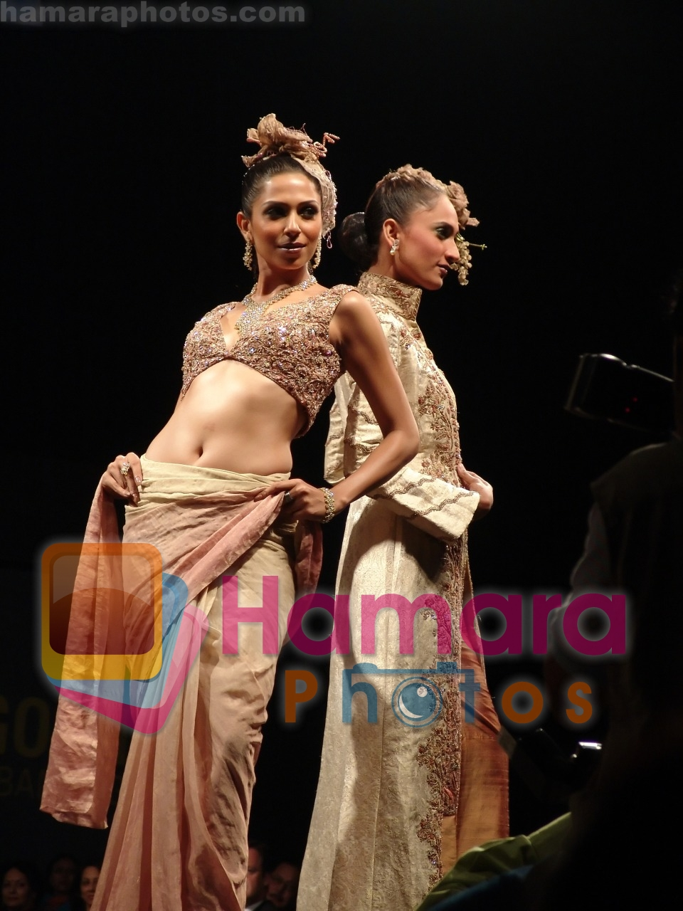 Model at Pakistani designer Nilofer Shahid wedding collection on 20th December 2008