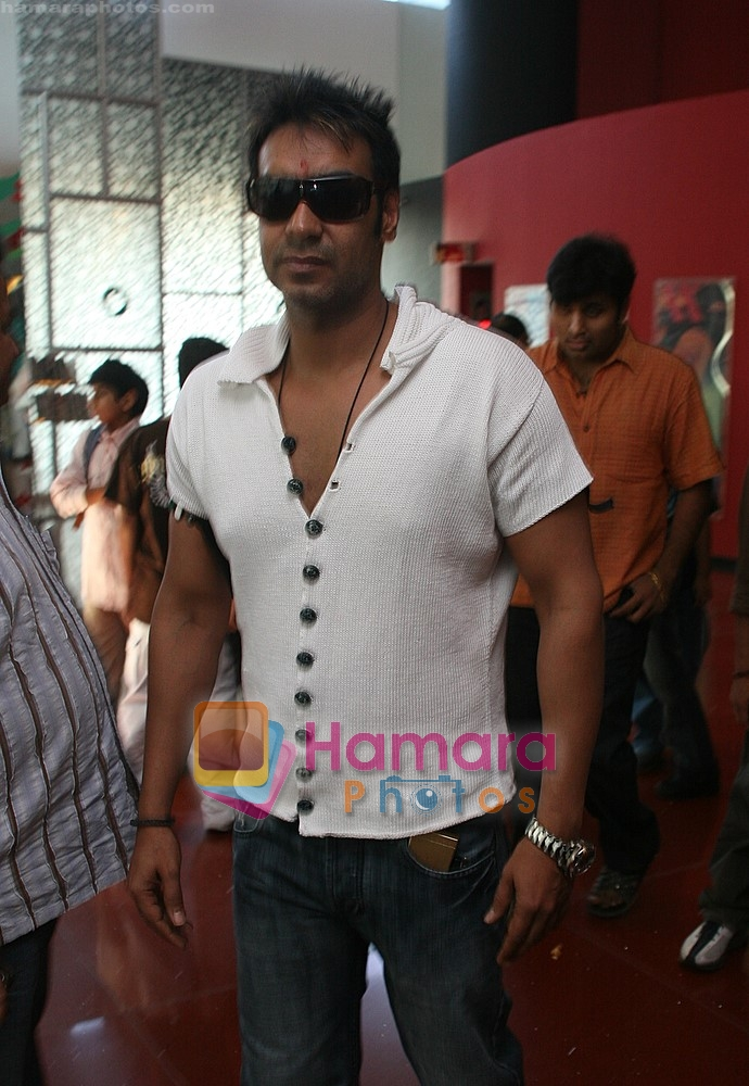 Ajay Devgan watch Jumbo with their kids in Cinemax on 24th December 2008