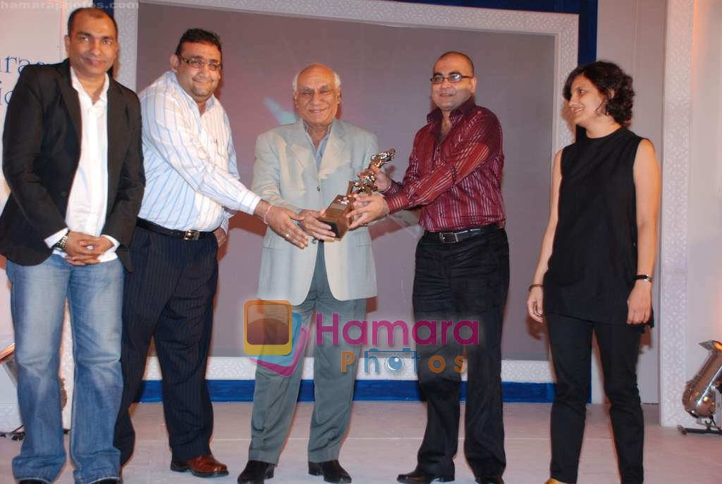 Yash Chopra at the V Shantaram Award Ceremony in JW Marriott on 26th Dec 2008