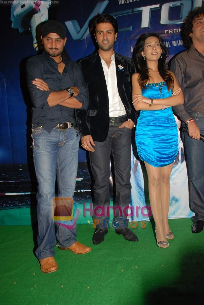 Amrita Rao, Harman Baweja, Harbhajan Singh at Victory film music launch in Vie Lounge on 28th December 2008