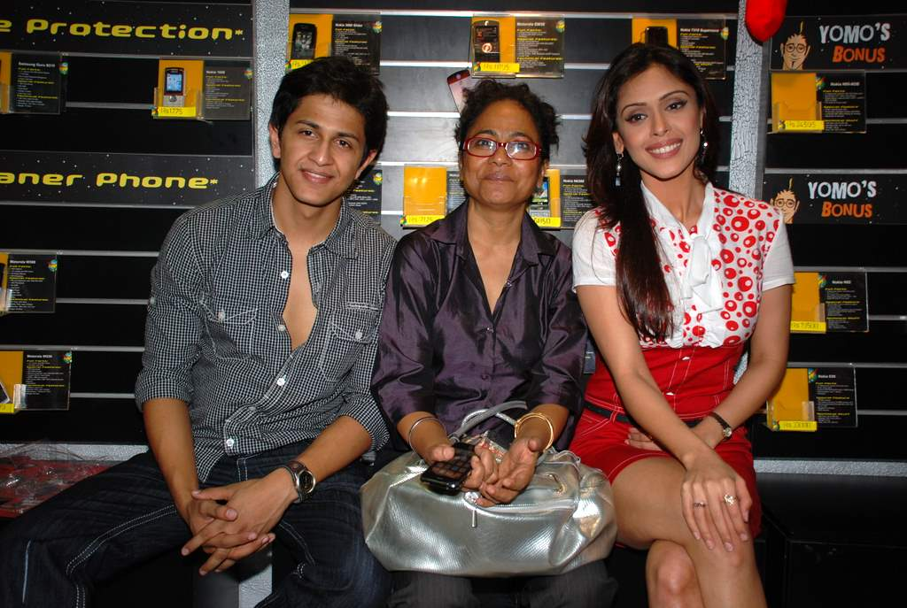 Subhashish Mukherjee, Seema Biswas, Hrishita Bhatt at the Audio release of Aasma - The Sky Is The Limit in Planet M on 30th December 2008