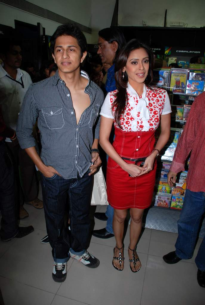 Subhashish Mukherjee, Hrishita Bhatt at the Audio release of Aasma - The Sky Is The Limit in Planet M on 30th December 2008