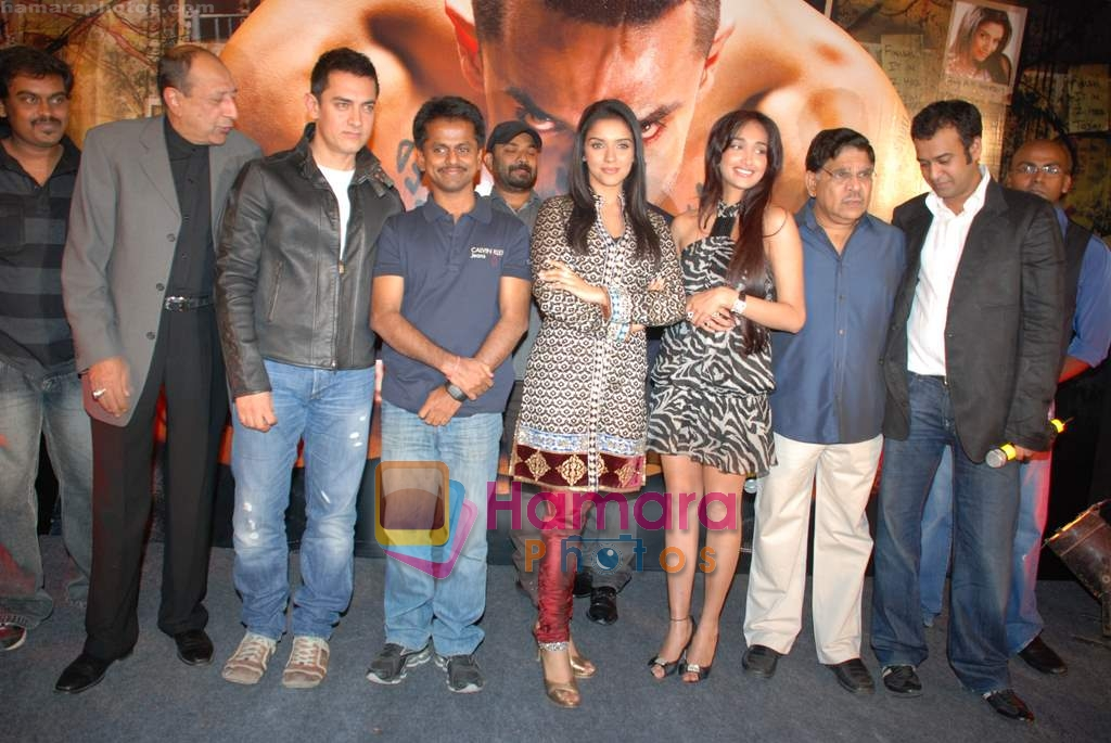 Aamir Khan, A.R. Murugadoss, Asin, Jiah Khan at Ghajini success bash in Taj land's End on 30th December 2008