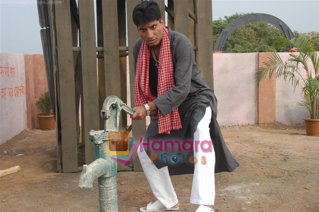 Raju Shrivastava on Location of Film Bhavna Samjha Karo on 30th December 2008