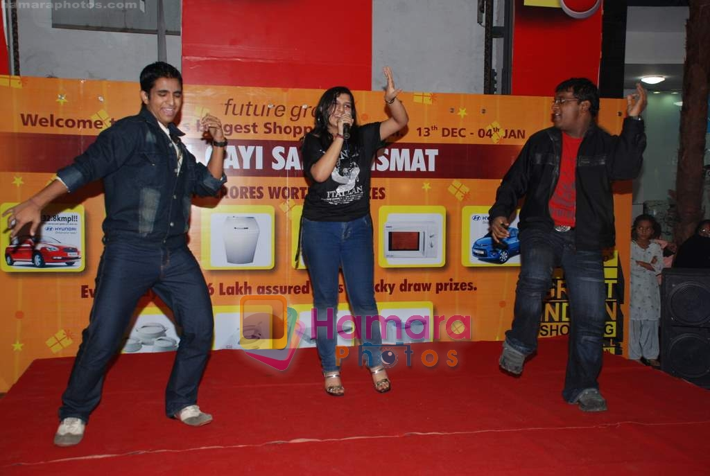 at Indian Idol Contestants New Year's bash in Central Mall on 30th December 2008