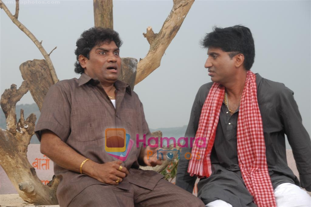 Johny Lever, Raju Shrivastava on Location of Film Bhavna Samjha Karo on 30th December 2008