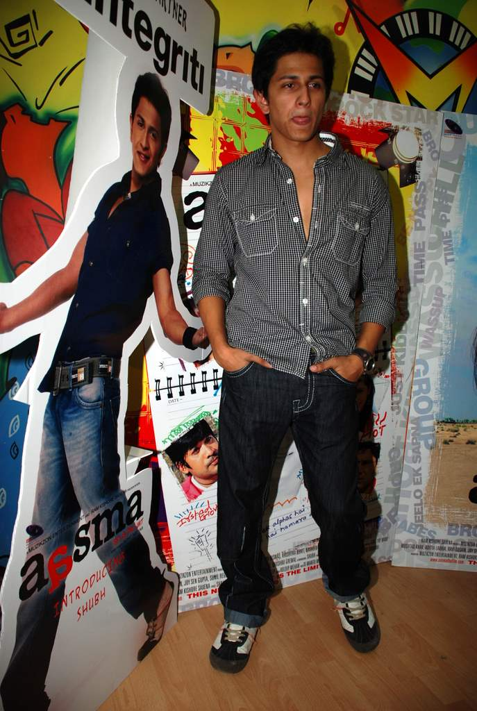 Subhashish Mukherjee at the Audio release of Aasma - The Sky Is The Limit in Planet M on 30th December 2008