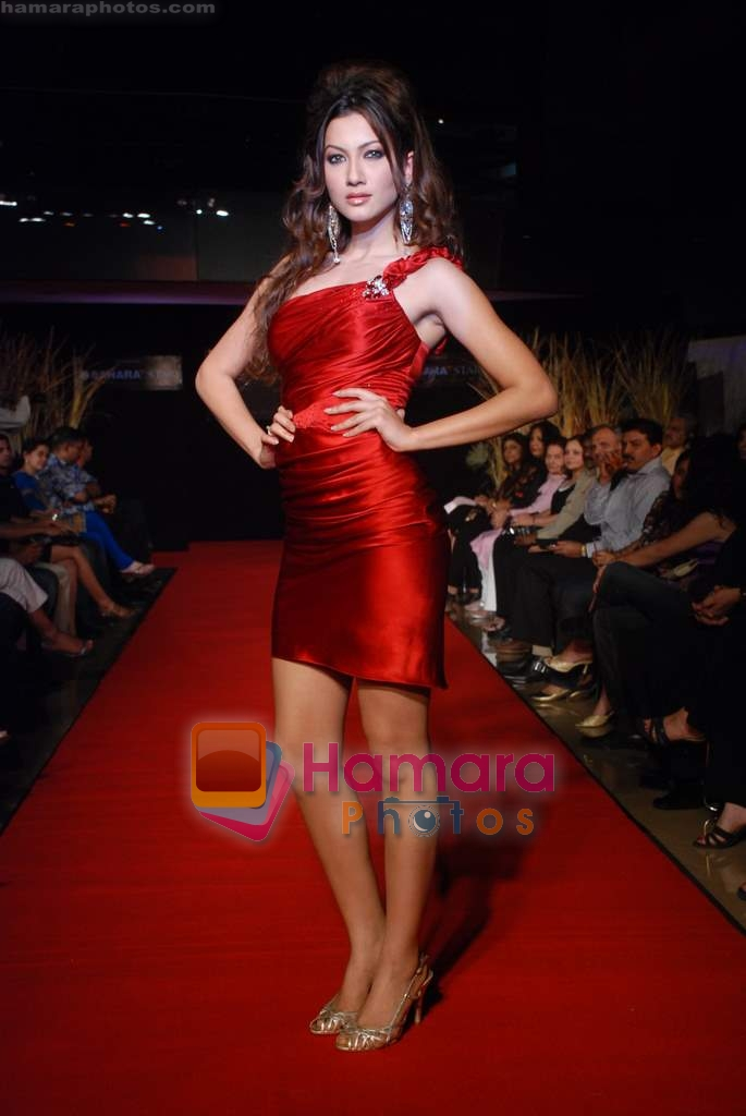 Gauhar Khan at the launch of designer Haasya Chandna collection in Sahara Star on 15th Jan 2009