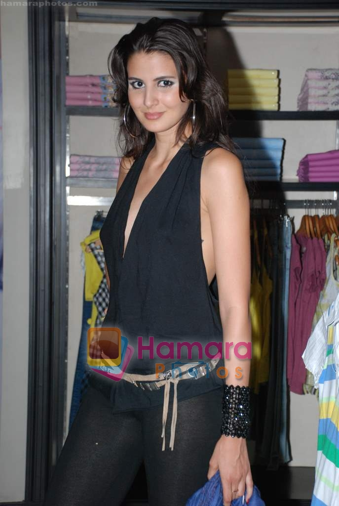 at Murjani Groups Spring Summer showcase for top brands in Vama, Peddar Road on 27th Feb 2009
