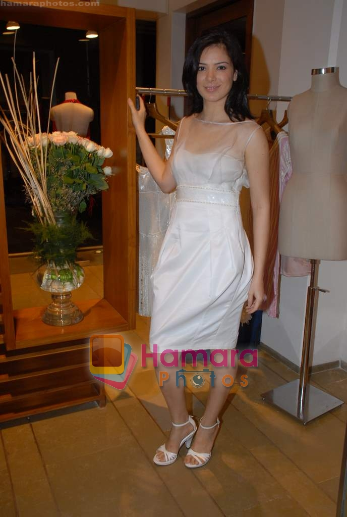 Urvashi Sharma at the showcase of Rakesh Agarwal's Collection at Chamomile, Bandra on 13th March 2009