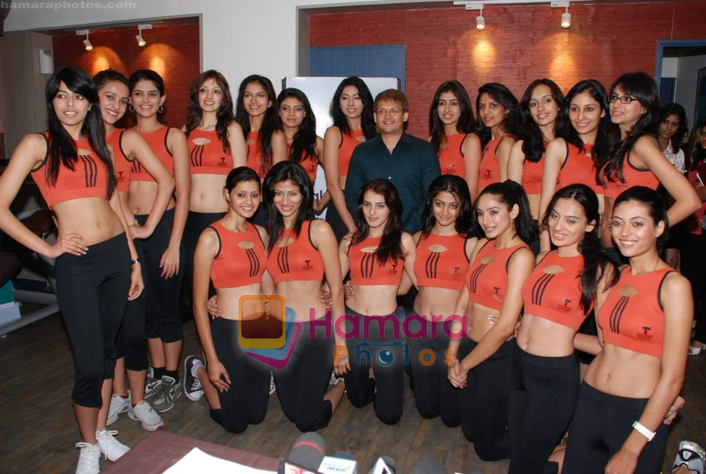 at Talwalkars with Femina Miss India contestants in Bandra on 17th March 2009