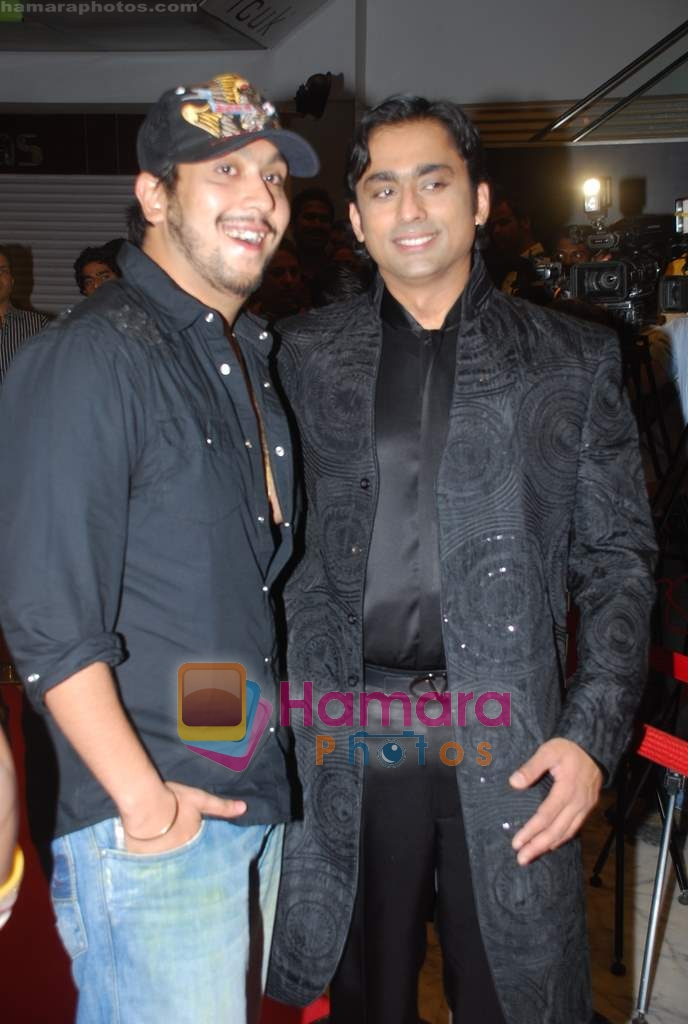 Anuj Saxena, Bappa Lahiri at the Premiere of Aloo Chaat in PVR, Juhu on 19th March 2009