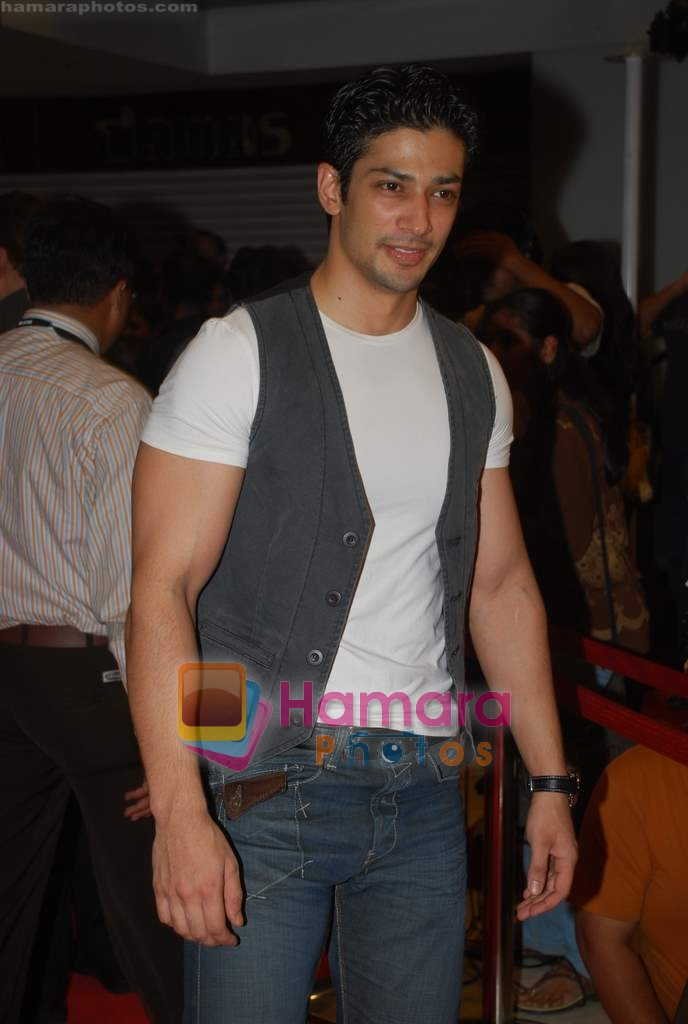 Muzammil Ibrahim at the Premiere of Aloo Chaat in PVR, Juhu on 19th March 2009