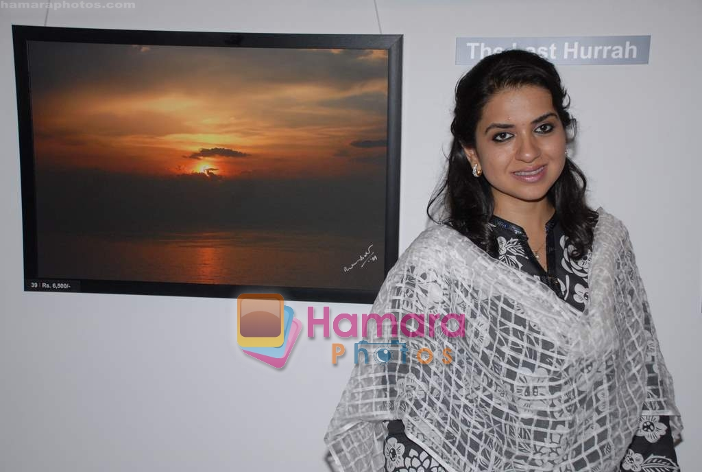 Shaina NC at Dr. Batra's Art Exhibition in Mumbai on 19th March 2009