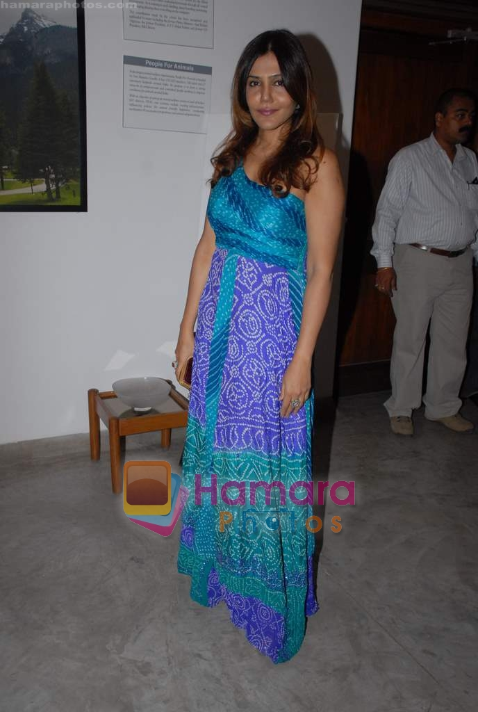 Nisha Jamwal at Dr. Batra's Art Exhibition in Mumbai on 19th March 2009