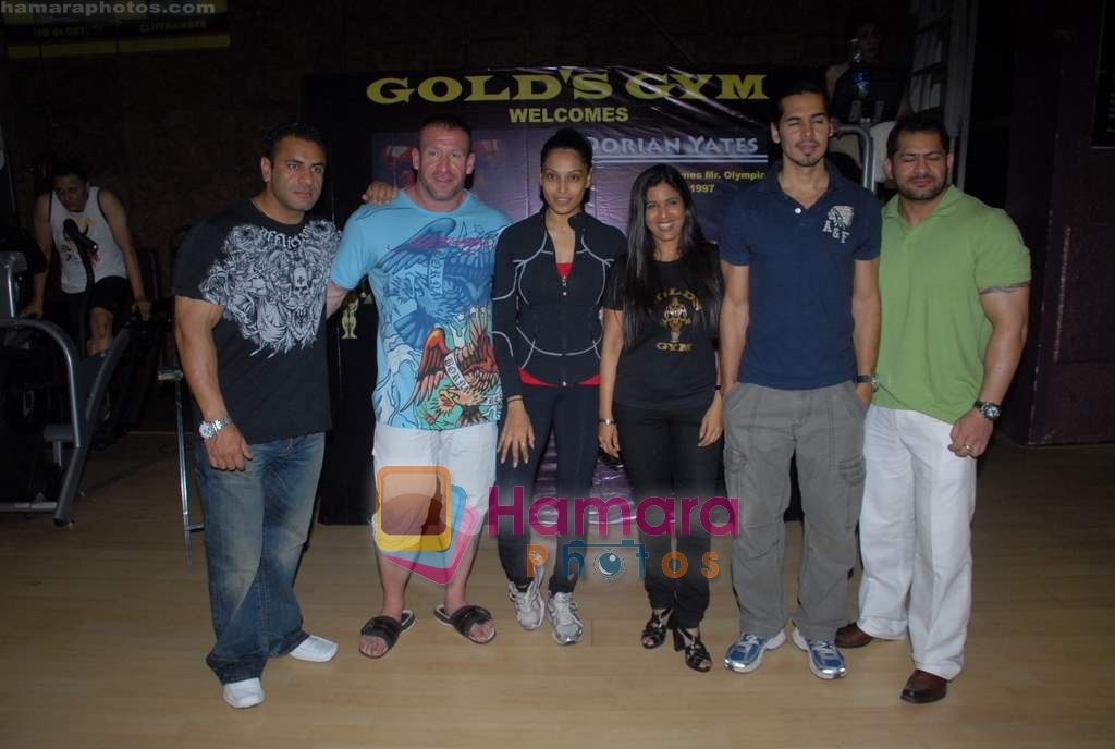 Dino Morea, Bipasha Basu, Dorian Yates at Gold Gym event in Bandra on 23rd March 2009