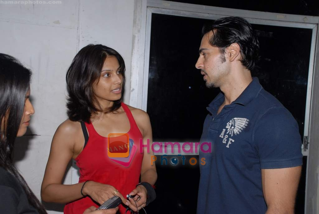 Bipasha Basu, Dino Morea at Gold Gym event in Bandra on 23rd March 2009
