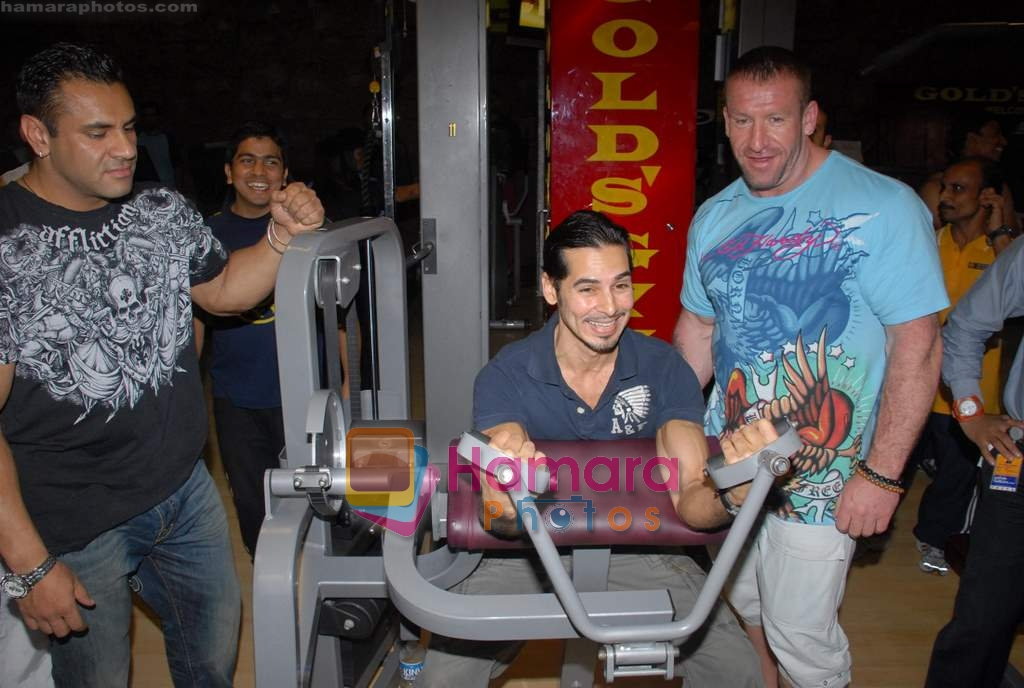 Dino Morea with mr olympia dorian yates at Gold Gym event in Bandra on 23rd March 2009