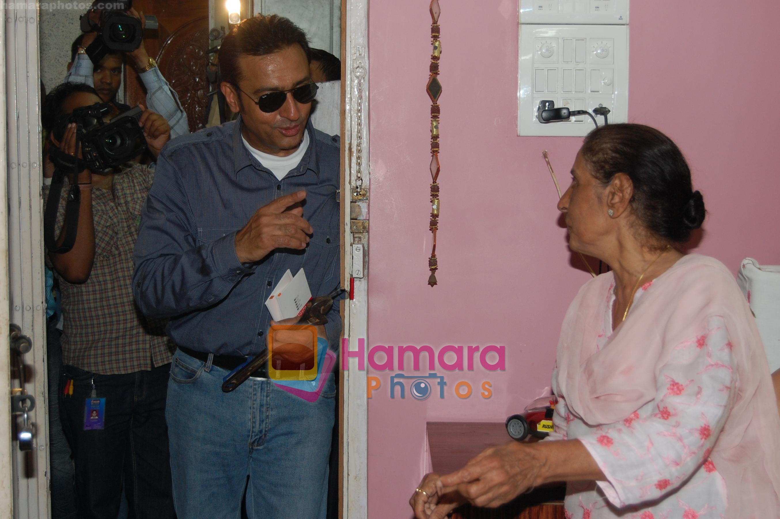 Gulshan Grover getting into a house to check leaking taps for promo event of film Zor Lagaa Ke haiya