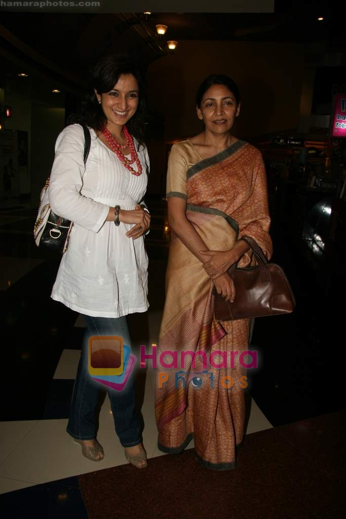 Tisca Chopra, Deepti Naval at special screening of Firaaq in Fame, Malad on 24th March 2009