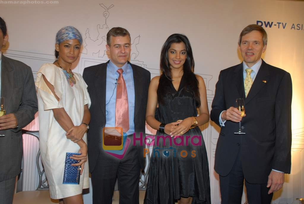 Mugdha Godse, Carol Gracias at DW TV press meet in Taj on 24th March 2009