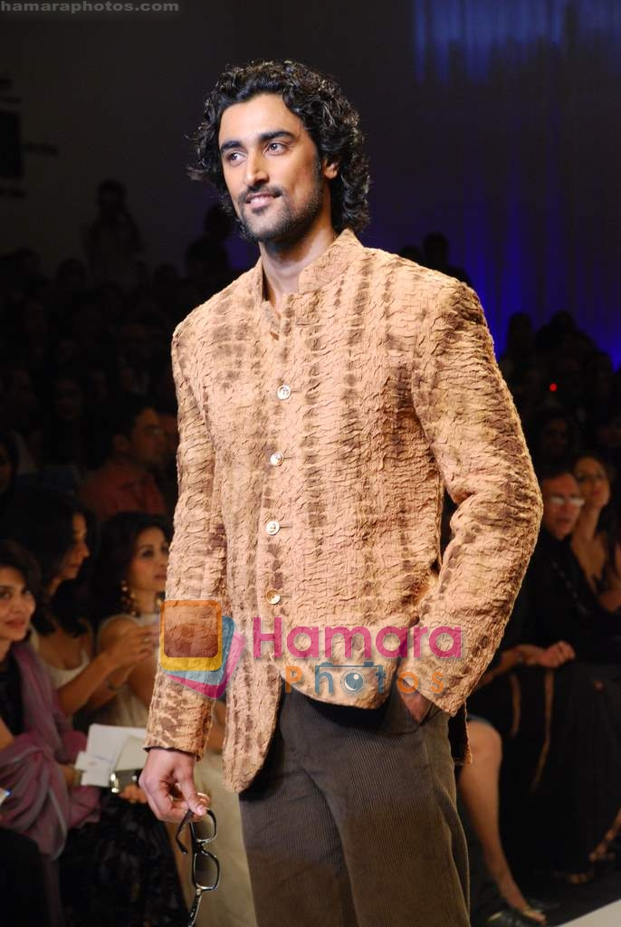 Kunal Kapoor at LIFW for Mai Mumbai show on 28th March ...