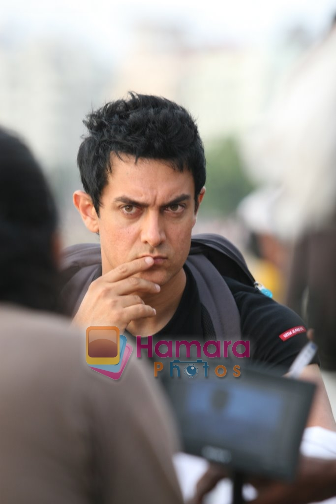 Aamir Khan shoots for Monaco chips Ad in Churchgate, Mumbai on 7th June 2009